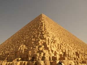 The great pyramid of Giza : a covering of the l^1 ball by l^infinity balls